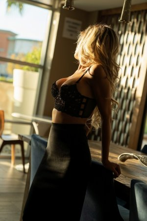 Shahida adult escorts in Amherst Center, MA